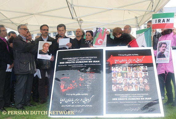 Bahman Amini, recites a poetry for political prisoners in Iran | Photo: Persian Dutch Network